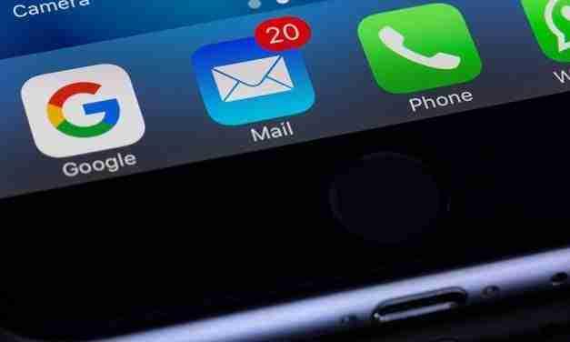 Enviar correus electrònics o accedir a xarxes socials contamina molt i genera CO2