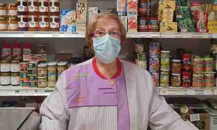 """Paquita Sendra: """"Vaig entrar a la botiga amb 14 anys, en tinc 83 i encara sóc jove per deixar el negoci""""."""