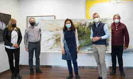 Marta Balañá dóna una de les seves obres al Fons d'Art del Port Tarragona